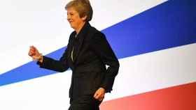 Theresa May baila en un congreso del Partido Conservador.