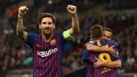 Messi celebra un gol mientras Jordi Alba y Arthur se abrazan en el Tottenham Hotspur - Barcelona
