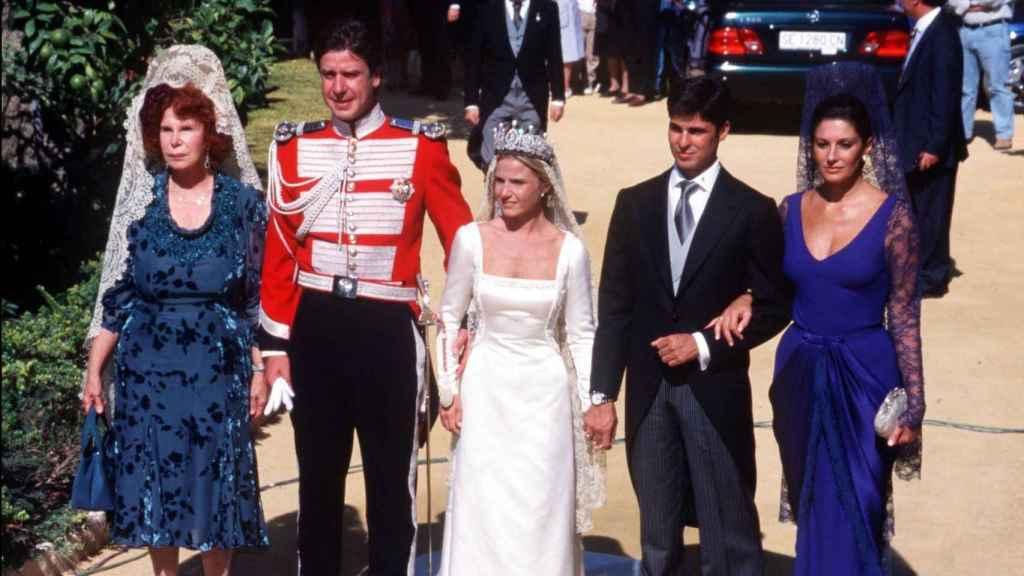 Eugenia Martínez de Irujo llegando a su boda junto a Fran Rivera.