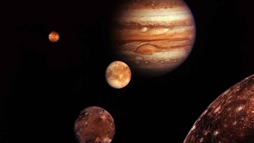 Montaje de Júpiter y sus cuatro lunas más grandes