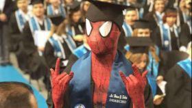 Spiderman se licencia en una universidad mexicana