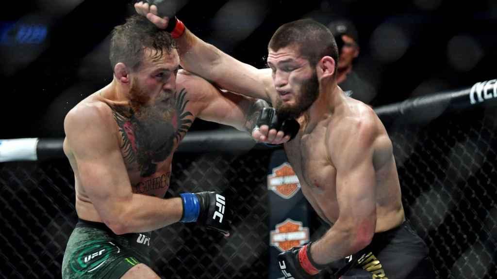 Khabib y Conor McGregor durante su pelea en el UFC 229
