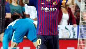 Messi celebra su anotación en el estadio de Mestalla, en Valencia.