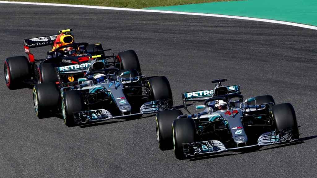 Hamilton lidera la carrera por delante de Bottas y Vertsappen
