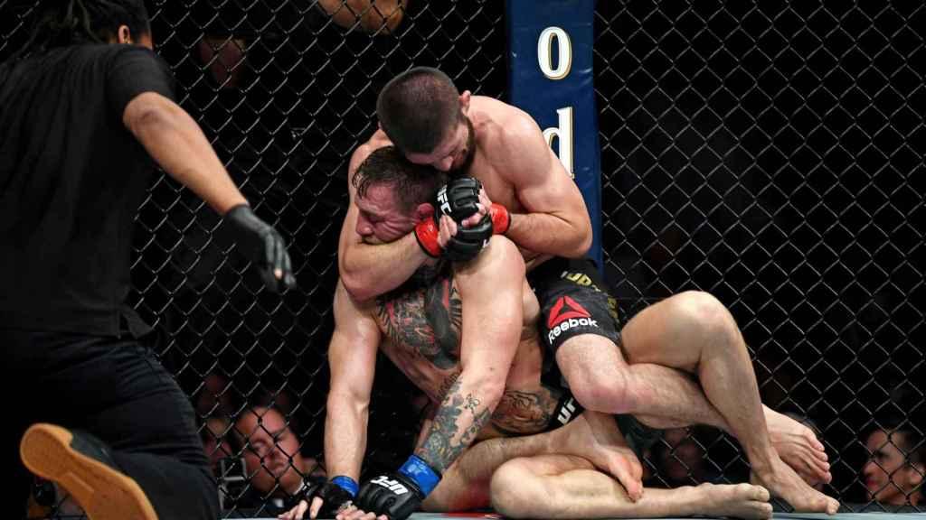 Khabib gana a McGregor en el UFC 229