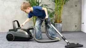 Pasar la aspiradora aumenta la contaminación dentro de casa más que en la calle