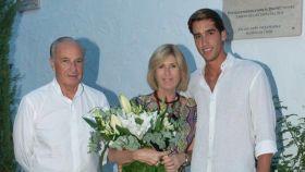 Alicia junto a su marido y su hijo.