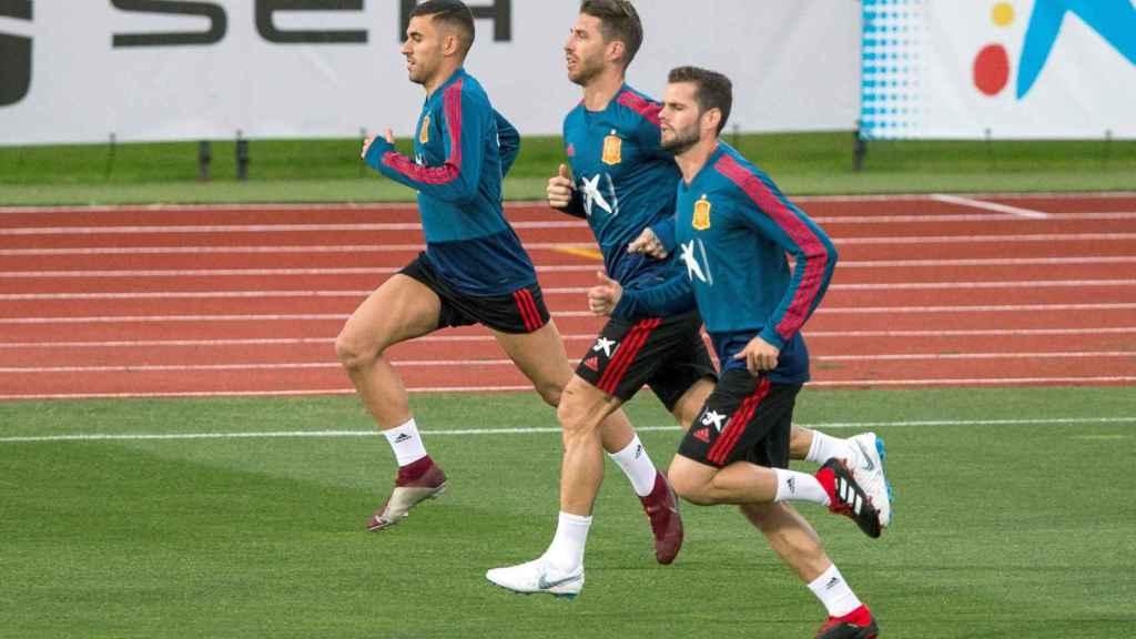 Ceballos, Ramos y Nacho, en un entrenamiento de la Selección