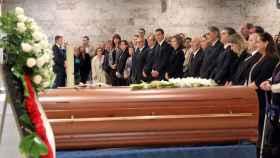 El féretro de Montserrat Caballé, en el tanatorio de Les Corts de Barcelona este lunes.