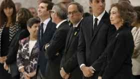 De izquierda a derecha: Cunillera, Casado, Girao, Torra, Sánchez y la Reina Sofía, durante el funeral.