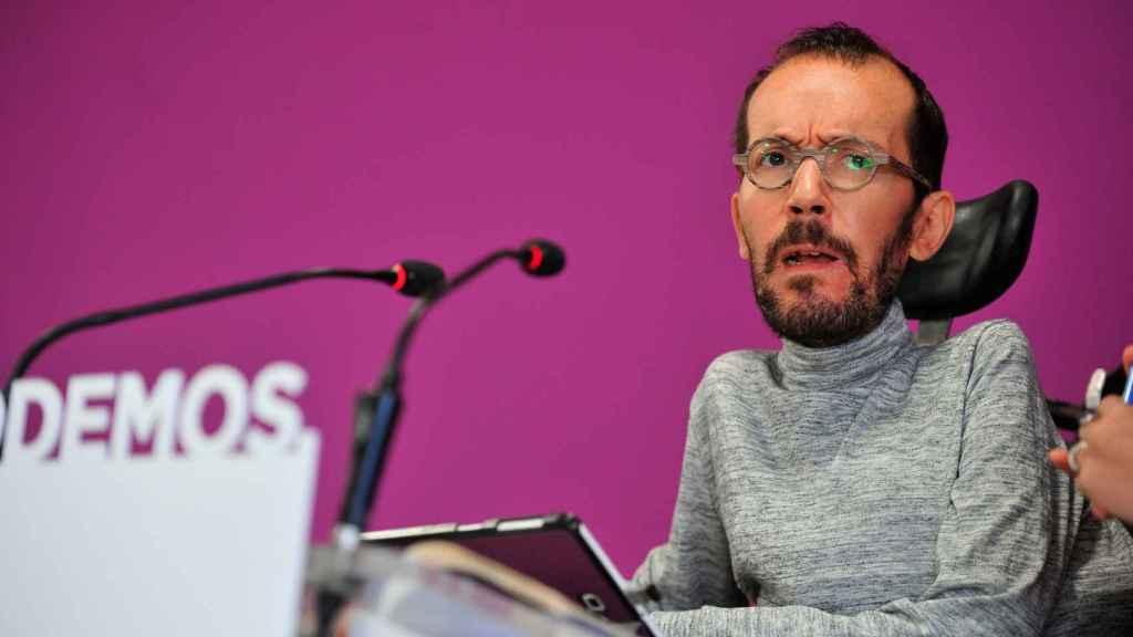Echenique, en una rueda de prensa de Podemos