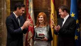 Pedro Sánchez, y el president de la Generalitat, Ximo Puig, con la exministra de Cultura Carmen Alborch.