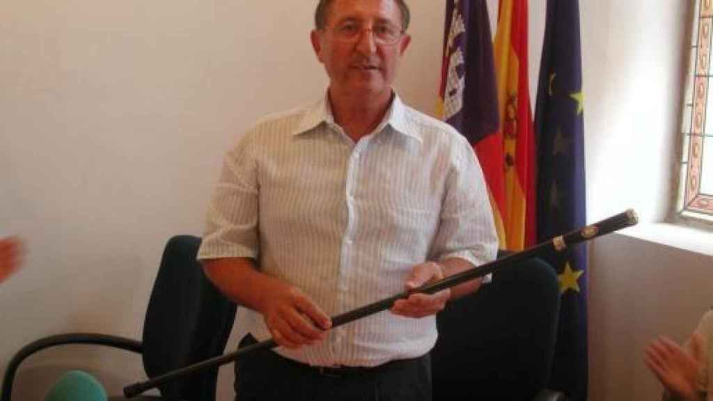 Rafel Gili en el Ayuntamiento de Artá.