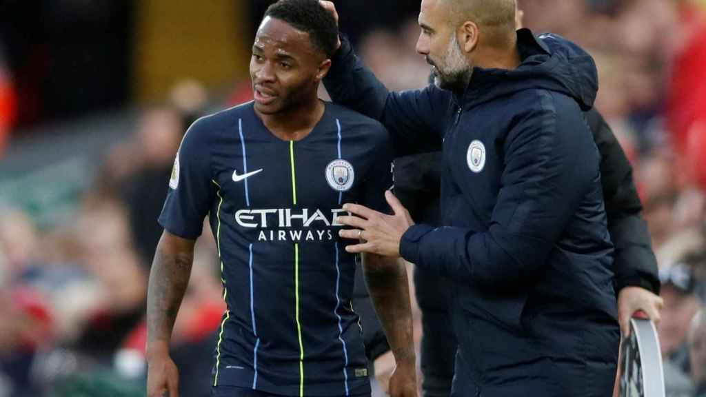 Sterling recibe instrucciones de Guardiola.