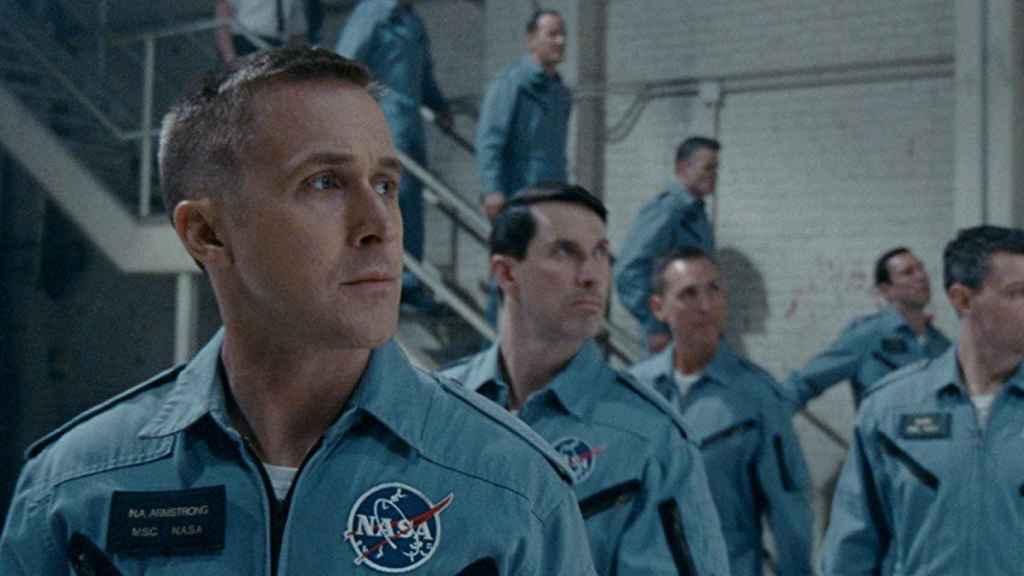 Ryan Gosling, caracterizado como Neil Armstrong en una escena de la película
