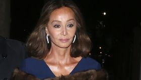 Isabel Preysler, con un vestido de cóctel azul en Nueva York.