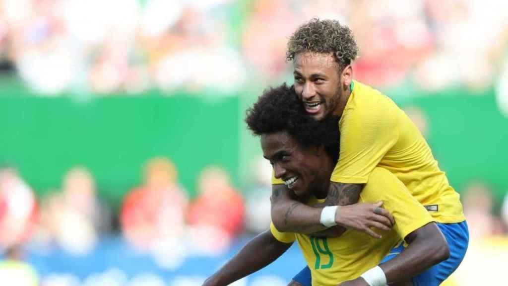 Willian y Neymar celebran un gol en el Austria 0-3 Brasil. Foto: cbf.com.br