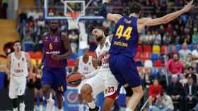 Daniel Hackett pelea por el control del balón con Ante Tomic en el CSKA Moscú - Barcelona Lassa
