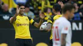 Achraf celebra uno de los goles del Dortmund