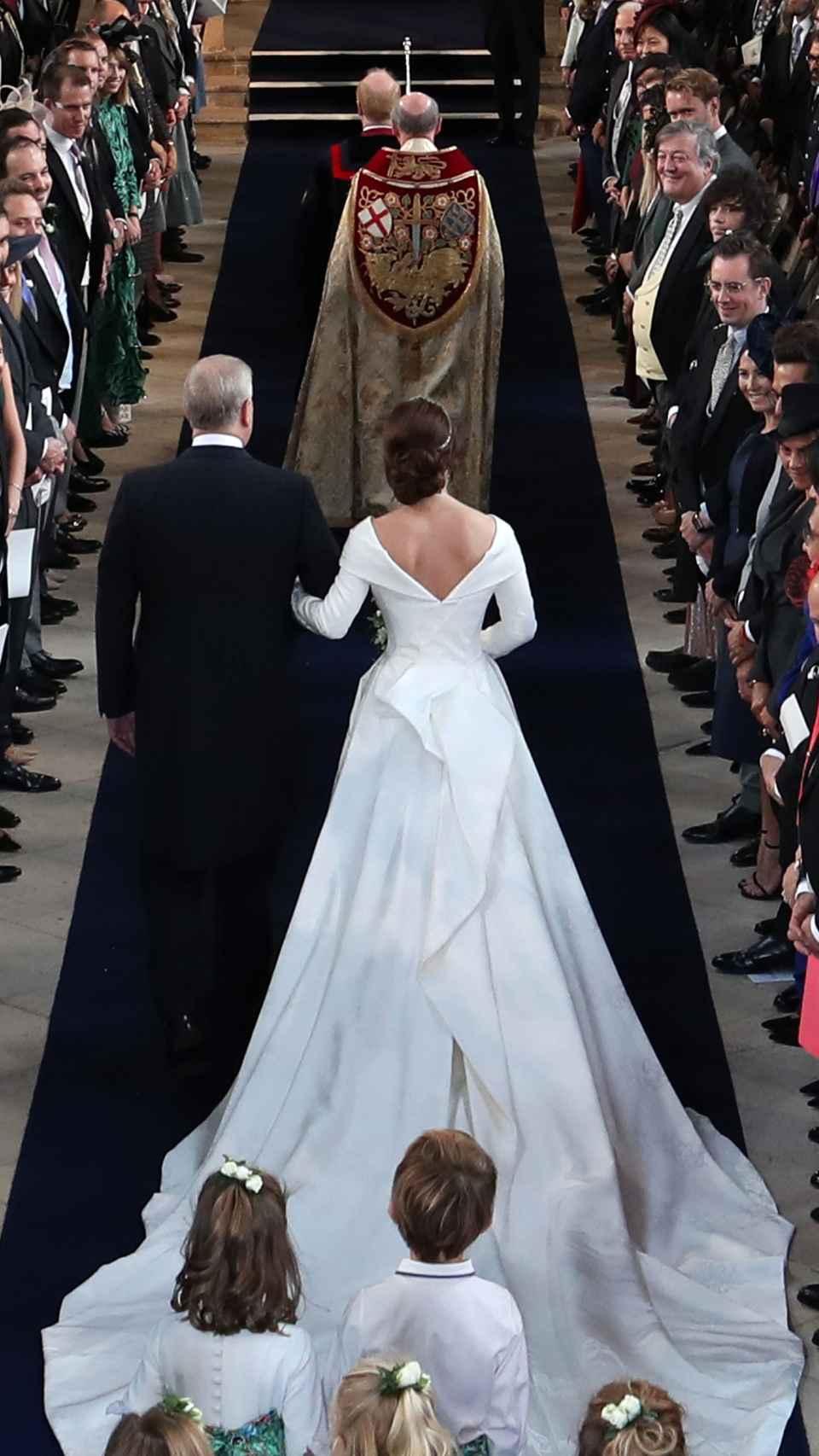 Eugenia de York entrando en la capilla.