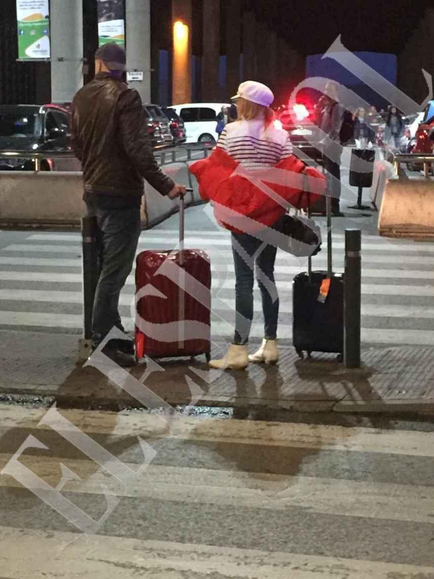 Álex Lequio y Ana Obregón, a la salida de la estación de Atocha.