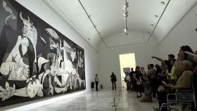 El Guernica en su sala del Reina Sofía.
