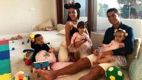 Cristiano junto a su familia