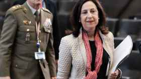 La ministra de Defensa española, Margarita Robles, llega a la reunión de ministros de Defensa de la OTAN.