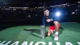 Djokovic con su trofeo. Foto: Instagram (@djokernole)