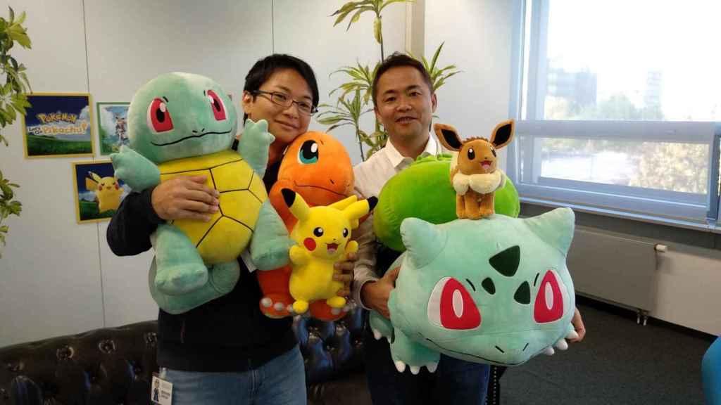 Kensaku Nabana, desarrollador artístico del juego, y Junichi Masuda, director de la saga Pokémon.