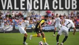 Momento del partido entre el Valencia Mestalla y el Hércules. Foto: Twitter (@cfhercules)