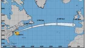 El desplazamiento del huracán Michael a través del Atlántico durante el fin de semana en la última previsión del NHC.