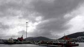 Grandes nubes cubren el cielo de Ferrol.