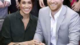 El príncipe Harry y Meghan Markle en la imagen oficial compartida por el Palacio de Kensington.