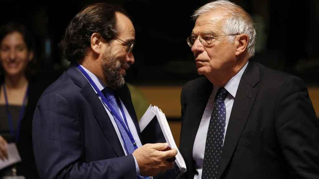 El ministro español de Exteriores, Josep Borrell, al inicio del Consejo de Ministros de la UE.