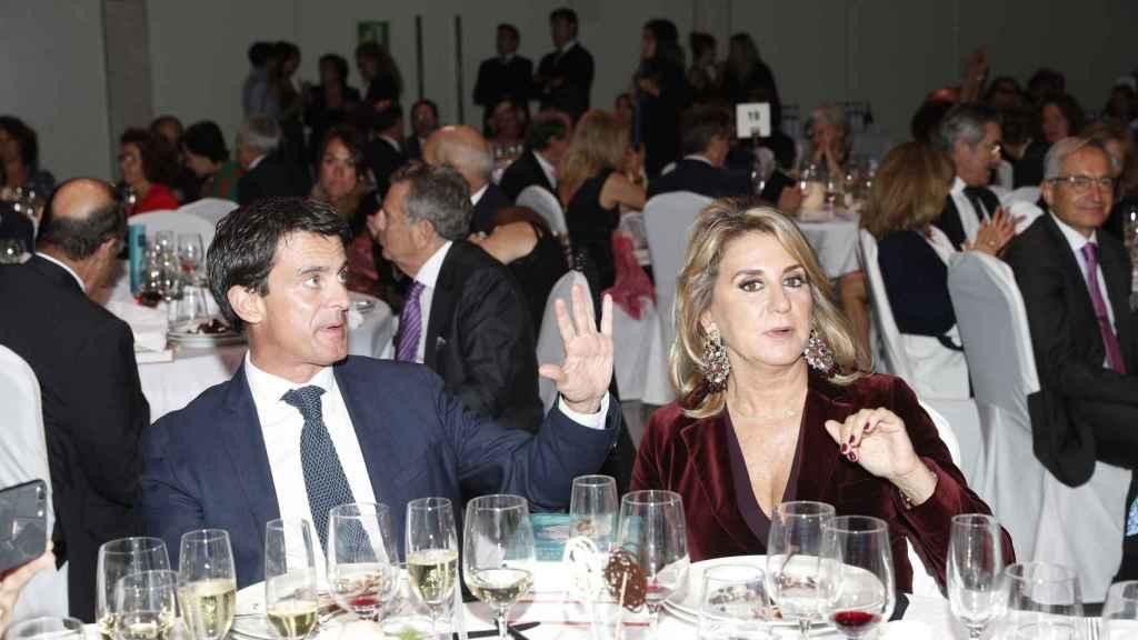 Manuel Valls y Susana Gallardo en la cena de los Premios Planeta.