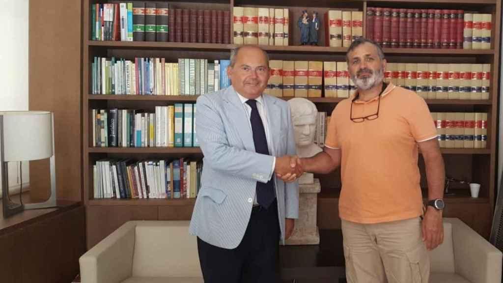 El abogado Luis Romero (i) junto a Casimiro Villegas.