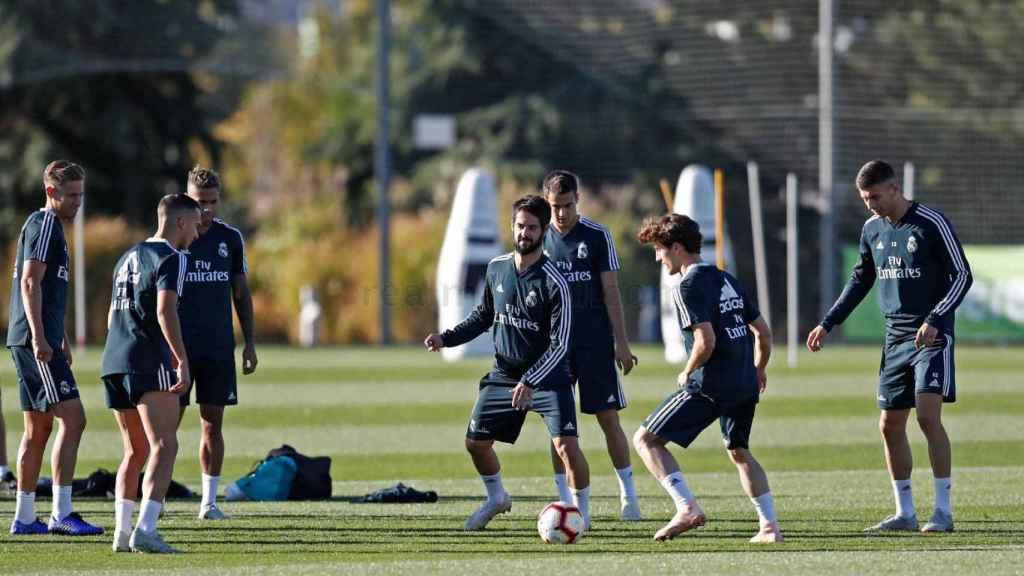 Isco con más jugadores del Madrid entrenando