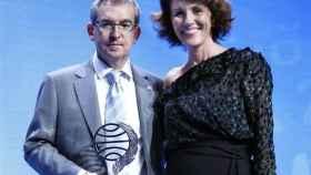 Posteguillo, ganador del Premio Planeta 2018, junto a la finalista Barilli.