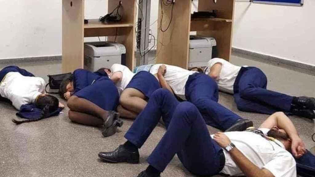 Así durmieron los tripulantes de 4 aviones de Ryanair horas antes de volar