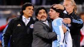 Maradona y Messi, en el Mundial de 2010.
