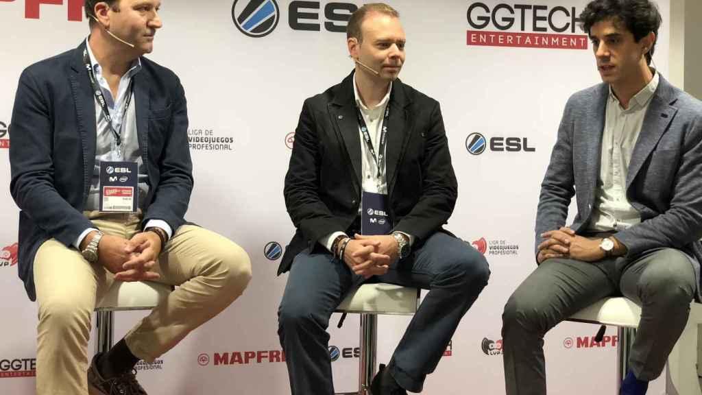 Raúl Costilla, Director General Comercial de Mapfre España, Alberto Martín, jefe comercial de ESL España y Néstor Santana, responsable del proyecto esports de Mapfre.