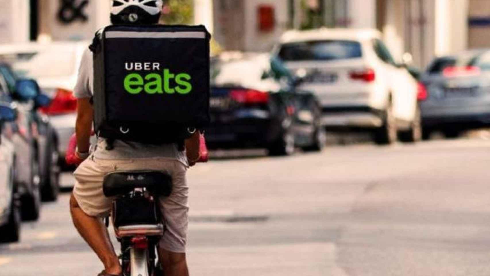Un repartidor de Uber Eats.
