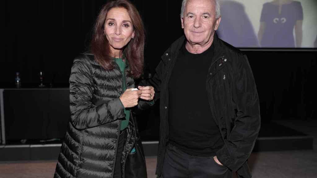 Víctor Manuel y Ana Belén durante el acto de Concha García Campoy.