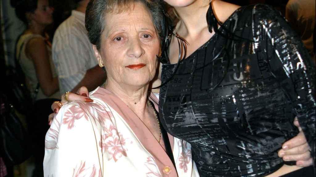 Tamara junto a su madre en 2004.