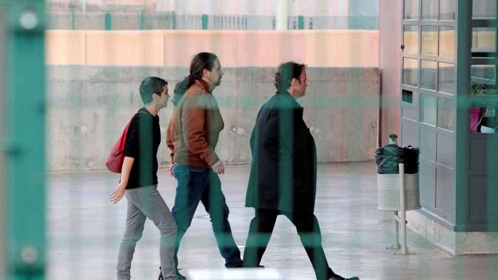 Pablo Iglesias y Jaume Asens, a su llegada a la prisión de Lledoners, en octubre de 2018.