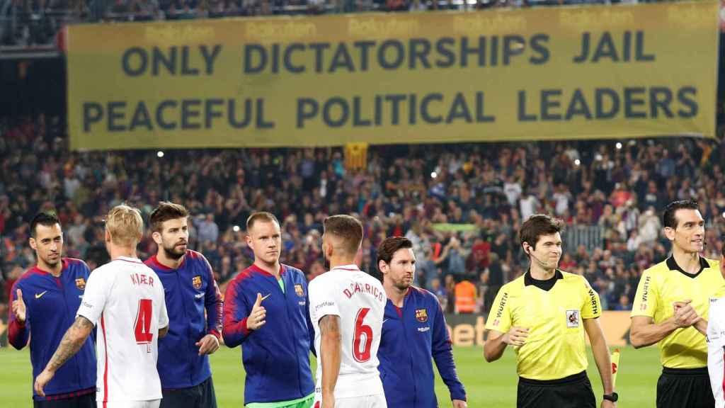 Pancarta independentista en el Camp Nou