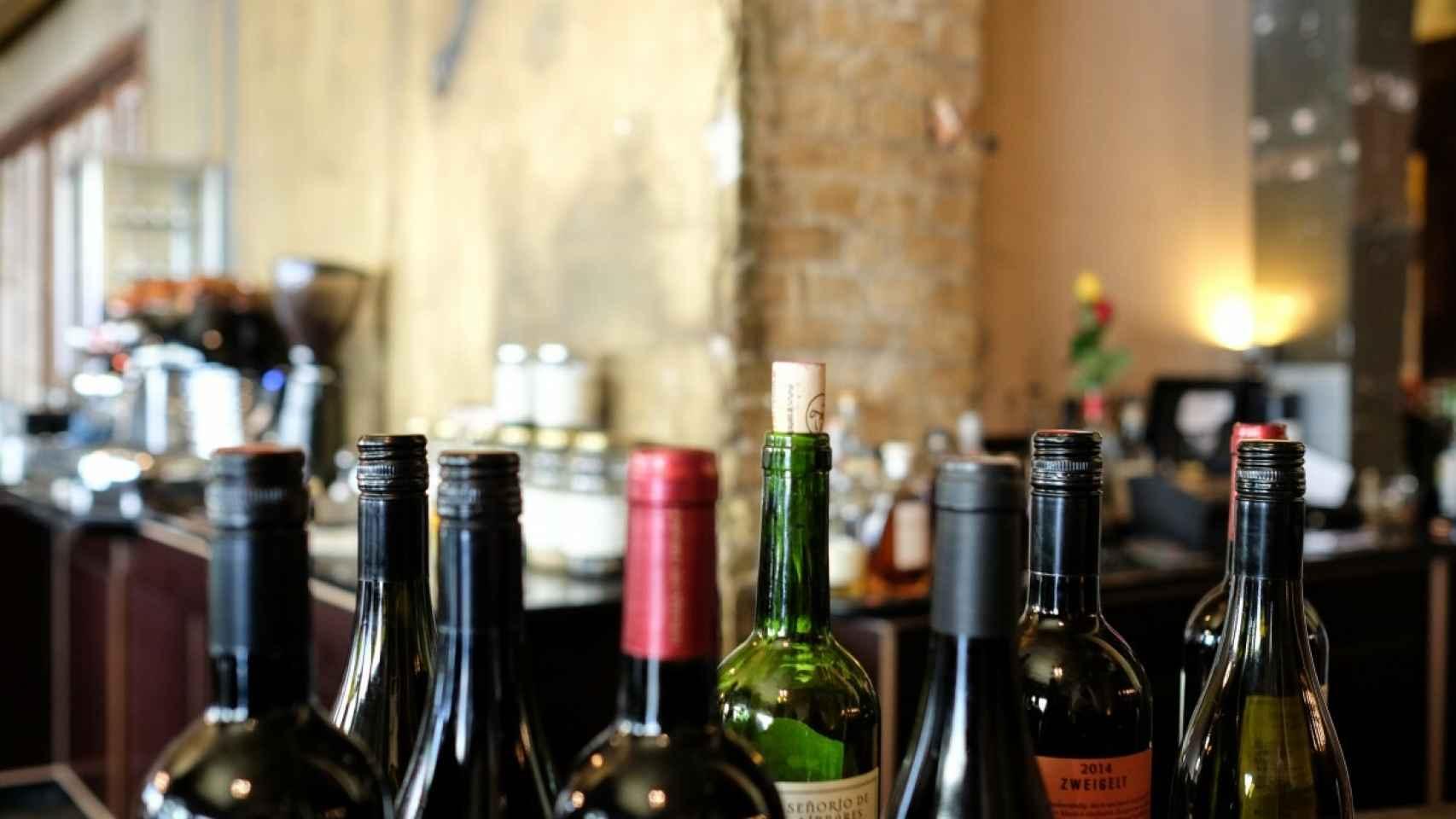 bar_bottles_cork_open_red_wine_restaurant_wine_wine_bottles-962574