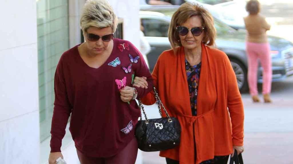 Teresa junto a Terelu en su última salida pública tras la operación.