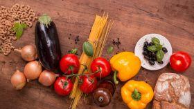 Algunos de los alimentos que pueden integrar el plato ideal propuesto por la Universidad de Harvard.